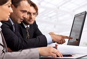 Three management consultants using SchellingPoint digital consulting software